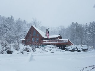 Post & Beam Cedar Log Home Getaway