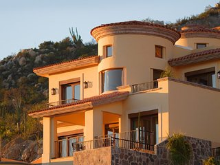 Montecristo Luxury Villa - Private Pool, Ocean View & Quivira Golf Course Access