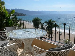 Spacious Ocean front luxury 2 bed condo in most popular zona romantica building