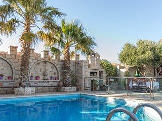 Luxury Villa Karteros