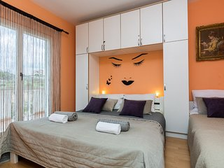 Apartments Albert - Traditional One Bedroom Apartment with Balcony (A2)