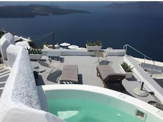 Jacuzzi for cooling off with the famous view! Private terrace, for you only!