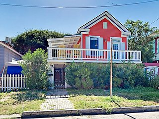 Delightful 2BR Cottage w/ Spacious Deck – Walk 2 Blocks to the Beach