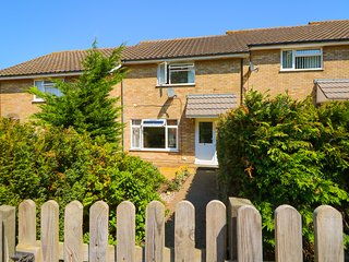 HOWARDS HILL WEST, in Cromer, WiFi, distant sea views