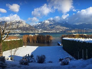 5 star lakeside home near Annecy with waterfront garden - OVO Network