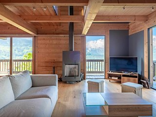 Spacious ski chalet for 11 - hot tub, games room, views - OVO Network