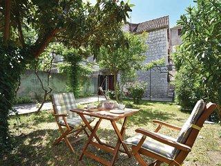 2 bedroom Villa in Trogir, Splitsko-Dalmatinska Zupanija, Croatia : ref 5562751