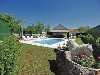 2 bedroom Villa in Ðuzeli, Splitsko-Dalmatinska Županija, Croatia : ref 5563565