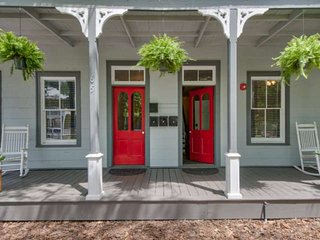 Free Attractions each day! 1BR/1BA Private Casita I in Historic home 5 min. Walk