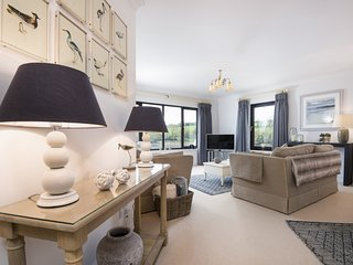 The Moorings - Spacious Ground Floor Apartment with River Views