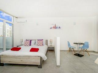 Penthouse, Estudio-apt, Terraza con vistas a La Valeta.