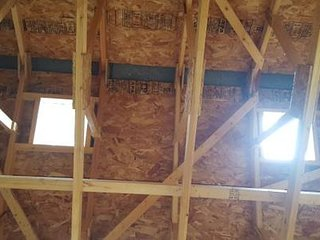 Rustic treehouse, outdoor private wood shower, zipline, rockwall, yard games