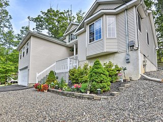 5-Star Roomy + Tranquil Pocono Home ~ Hike + Ski!