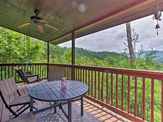NEW! Sevierville Cabin w/Hot Tub-Near Pigeon Forge