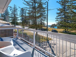 Burleigh on Main Beach - great house, room for the boat- across the road from be