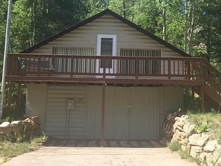 NEW LISTING! Fully-equipped mountain getaway w/kitchen, patio & mountain view