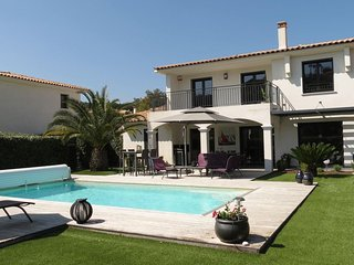 Les Issambres, BEAUTIFUL VILLA WITH SWIMMING POOL NEAR BEACHES AND TRADE