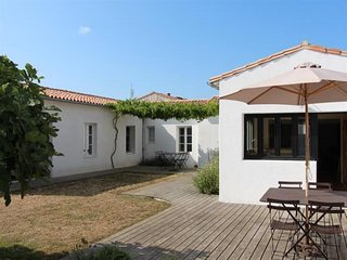 Rental Villa Loix, 4 bedrooms, 12 persons
