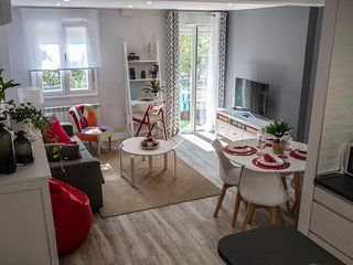 Apartamento VALTOUR Diseño junto al Centro+Wifi+AC+SmartTV 1-6personas