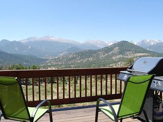NEW LISTING! Spectacular Rocky Mountain views w/ a furnished deck & gas grill