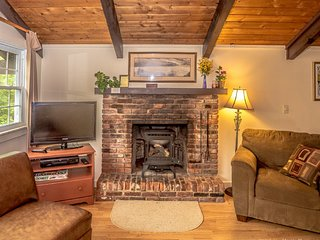 Abbott Brook Chalet, Cortina (B) - Cozy setting, 5 miles from Story Land