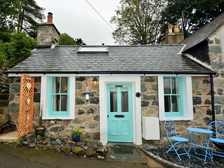 58564 Cottage situated in Aberdovey (9mlsN)