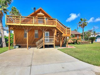 Fabulously eclectic Island home! 7 beds 4 baths and super close to the jetty!