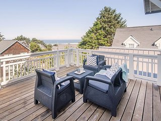 Large Stunning Luxury Ocean View Beach Home in Roads End!