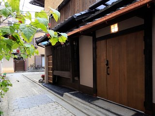 Whole rental cozy house, Near Gion,  Fast Free Wi-Fi, Japanese owner and staffs