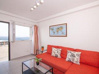 LA SANTA 1 Frontline apartment, right on promenade