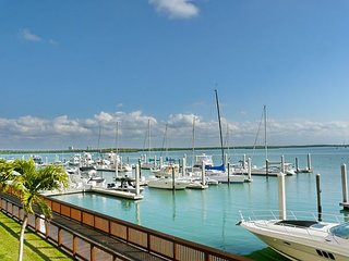 2/2.5 + Den Waterfront Condo