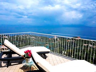 Villa Augusta B with Private Terrace, Barbecue, Sea View and Parking