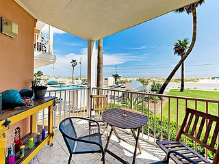 Grand Beach Resort 1BR w/ Gulf-View Patio, Across the Street from Beach