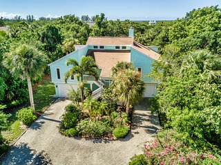 Once Upon a Tide... Gorgeous Sanibel Island beach home. Near Bowman's Beach!