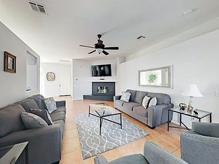 Brand-New 3BR w/ Private Pool & Spa - Short Walk to Downtown, Park, Hiking