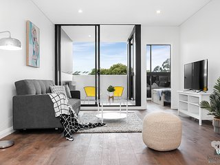 Luxury 2 Bed APT in Wolli Creek | 5mins to Airport