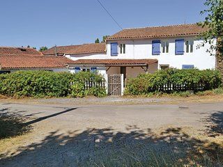 4 bedroom Villa in Le Busseau, Nouvelle-Aquitaine, France : ref 5522212