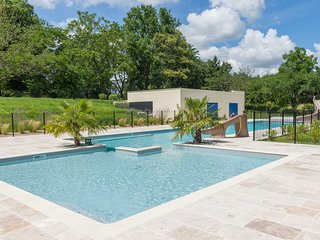 Rouquette Villa Sleeps 6 with Pool and Air Con - 5667182