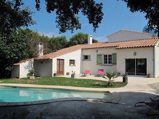 3 bedroom Villa in Eyragues, Provence-Alpes-Cote d'Azur, France : ref 5570322
