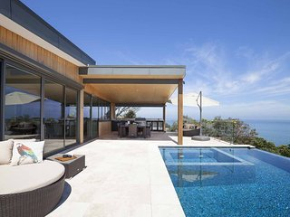 Casa di Mare - Luxury Mount Martha Retreat with spa, pool, water views, Foxtel,