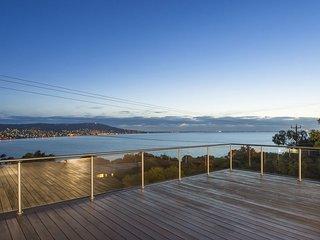 Ellerina Sea Vista - Luxury Mount Martha Retreat with pool, amazing water views,