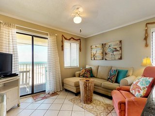 NEW LISTING! Beachfront getaway w/fitness room, shared pool, hot tub