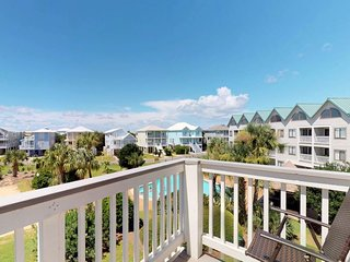 NEW LISTING! Resort condo w/shared pool & hot tub- moments from beach & town