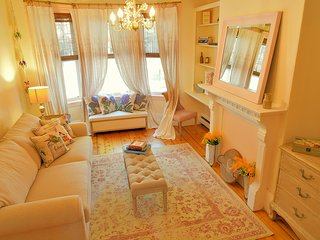 Eco-Chic French Rustic Charlestown Apt~Parking by Bunker Hill/Freedom Trail
