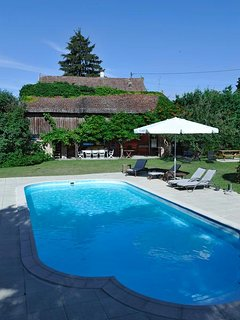 Spacious house with pool access