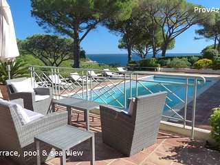 Villa with own heated pool and tennis access sea