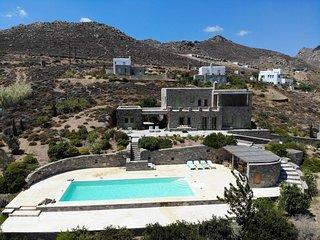 Spacious 7 bdrm Stone Villa with Pool