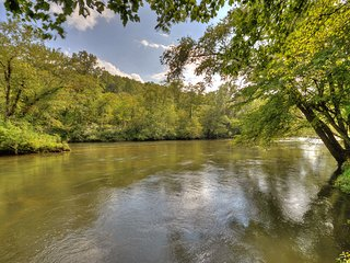 Toccoa River Escape Charming Toccoa River Frontage