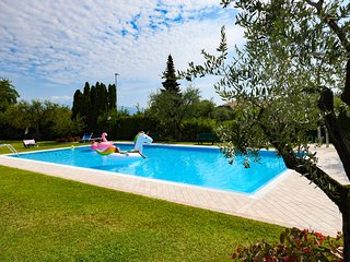 Modern apartment with pool – Apartment Al Roccolino