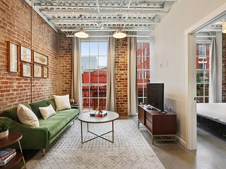 1BR/1BA w/ Exposed-Brick Apt in DT NOLA by Domio